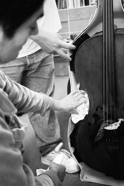 Joan Balter packing cello